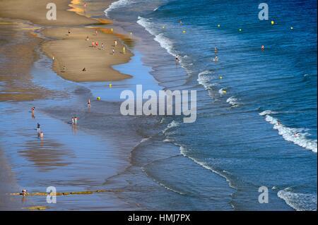 Des vacances sur la plage de Porto de Mos, à Lagos, Algarve, Portugal, Europe Banque D'Images