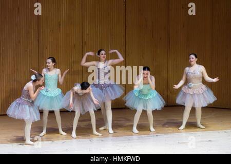 Danseurs de Ballet en tutus sur scène, Geneseo, New York, USA. Banque D'Images