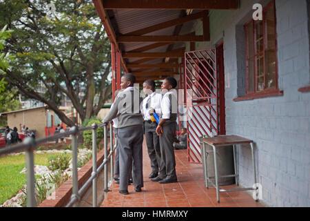 Johannesburg, Afrique du Sud. 26 janvier, 2017. Les élèves à l'extérieur de l'AB Xuma école primaire à Johannesburg, Banque D'Images
