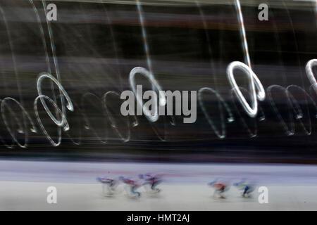 Almaty (Kazakhstan). Feb, 2017 5. Concurrence Les patineurs pendant 1500M Hommes finale de patinage de vitesse courte Banque D'Images