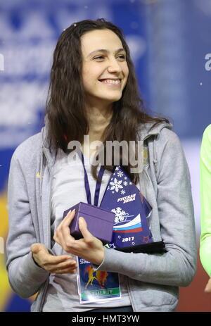 Moscou, Russie. Feb, 2017 5. Maria de la Russie au cours d'une cérémonie Kuchina victoire russe à la 26e réunion internationale d'hiver à l'intérieur d'athlétisme Athlétisme au CSKA Arena. Credit: Stanislav Krasilninkov/TASS/Alamy Live News Banque D'Images