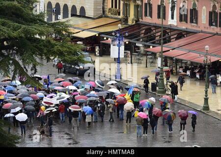 5 février 2017 - Verona, Italie: Roumains vivant à l'étranger manifestations contre le Gouvernement roumain sur Banque D'Images