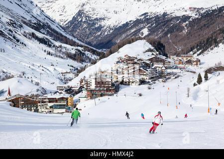 Sölden, Autriche - MARS, 16 personnes: une piste de ski à Sölden, Autriche, le 16 mars 2013. Situé dans l'Otztal Banque D'Images
