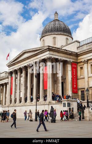 Londres - le 26 avril : Extérieur de la National Gallery de Trafalgar Square, Londres, le 26 avril 2013. Le musée Banque D'Images