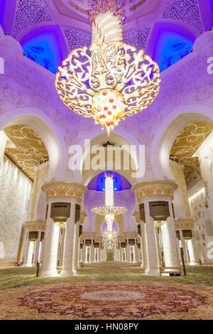 Intérieur de la Grande Mosquée Sheikh Zayed. Abu Dhabi, Emirats Arabes Unis, Moyen Orient Banque D'Images
