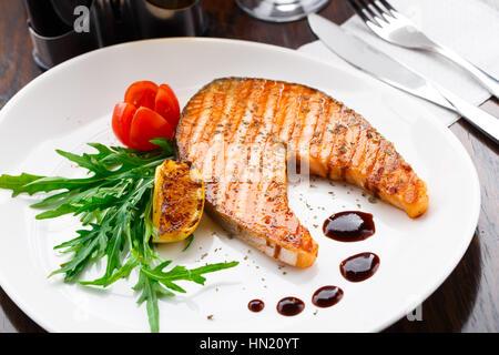 Pavé de saumon grillé Banque D'Images