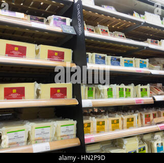 Le fromage en M&S, Marks and Spencer boutique/boutique. Angleterre, Royaume-Uni