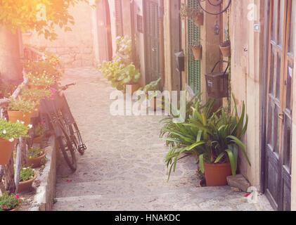 Rue ville méditerranéenne coucher du soleil Banque D'Images