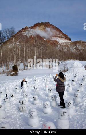 En arrière-plan, tourisme,Showa Shinzan près du lac Toya,le parc national de Shikotsu-Toya,Hokkaido, Japon Banque D'Images