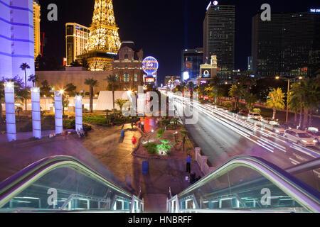 Las Vegas, Nevada, USA - Octobre, 6e 2010: La Tour Eiffel, le Planet Hollywood et d'autres repères de divertir Banque D'Images
