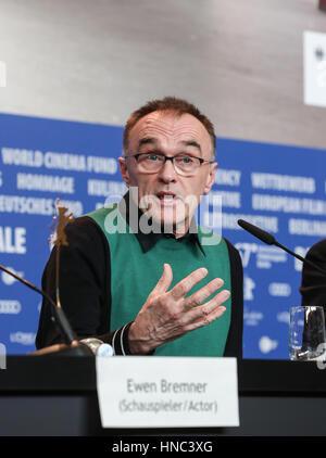 Berlin, Allemagne. 10 fév, 2017. Directeur du British film 'T2' Trainspotting Danny Boyle assiste à une conférence Banque D'Images