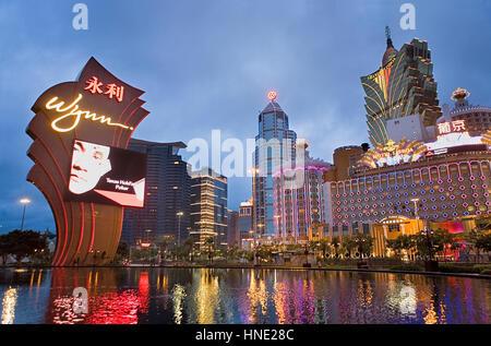 Wynn Hotel & Casino, la Banque de Chine, et Grand Lisboa Hotel-Casino, vue de la fontaine de l'entrée principale Banque D'Images