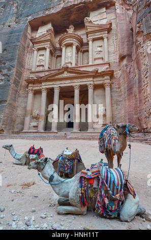 Al Khazneh, dans la ville antique de Pétra, en Jordanie. Le Conseil du Trésor. Petra a conduit à sa désignation Banque D'Images