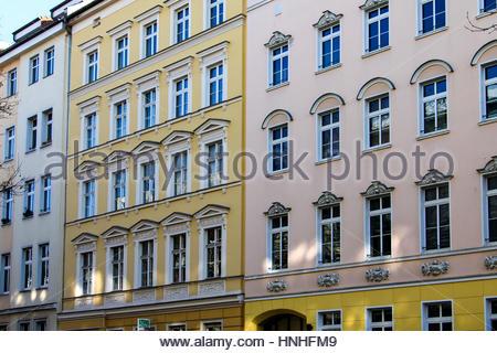 Immeuble résidentiel historique de Berlin. Patrimoine architectural, vue extérieure de la maison façades, Multi Banque D'Images