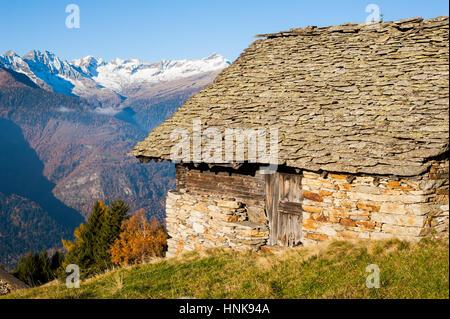 Refuge de montagne dans les Alpes Suisses Banque D'Images