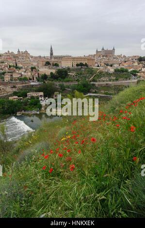 Toledo , Espagne. Vue depuis le Rio Tajo Banque D'Images