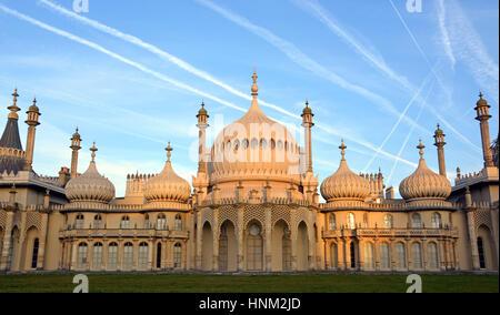 Brighton, Royaume-Uni - 28 septembre 2014: soleil du matin sur l'historique Royal Pavilion de Brighton. Banque D'Images