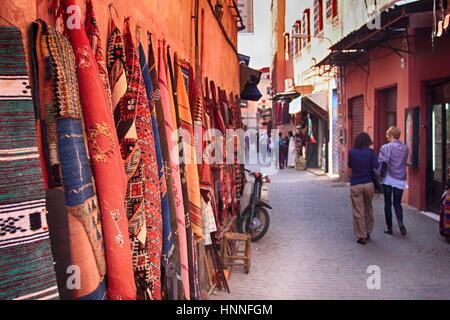 Les touristes dans la rue de Marrakech, Maroc