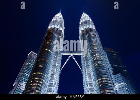 Les Tours Petronas de nuit, Kuala Lumpur, Malaisie Banque D'Images