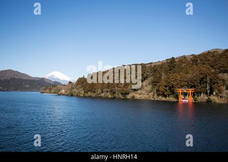 Le Japon . Le Mont Fuji vu du Lac Ashi , Motohakone , Hakone Banque D'Images
