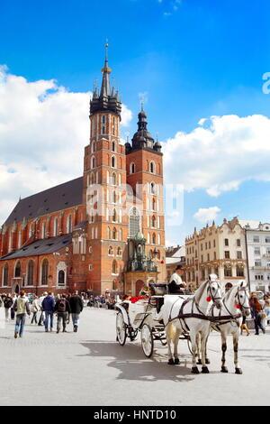 L'église St Mary, sur la place principale, Cracovie, Pologne, Europe Banque D'Images