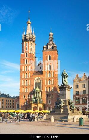 Cracovie - St Mary's Church, de la place du marché, Pologne Banque D'Images