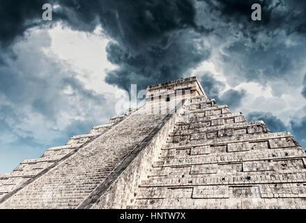 Stock Photo - Temple de Kukulcan à Chichen Itza, Mexique Banque D'Images