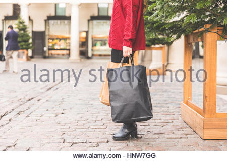 Shopper with shopping bags, Covent Garden, Londres, UK Banque D'Images