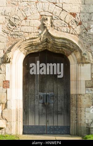 Portes en bois de l'église St Mary, Sprotbrough, Doncaster, South Yorkshire, Angleterre, Royaume-Uni
