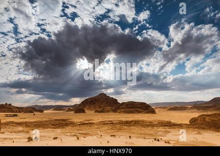 Dans les zones arides des montagnes du désert du Sinaï Égypte Afrique Banque D'Images