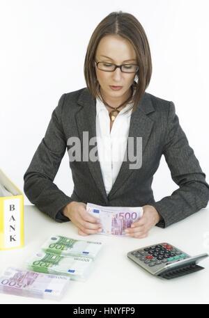 Modèle libération , Geschaeftsfrau Junge mit Geld - jeune femme d'affaires avec de l'argent Banque D'Images