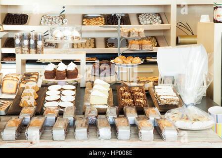 Desserts affiche dans une boulangerie Banque D'Images