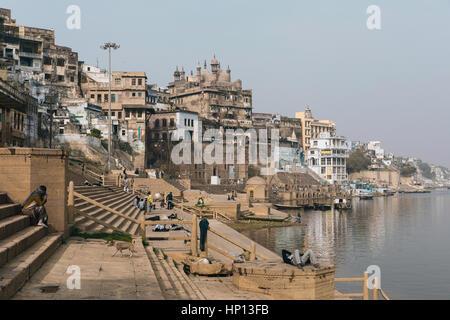 Les Ghats qui courent dans le Gange à Varanasi, une des villes les plus saintes de l'Inde. Banque D'Images