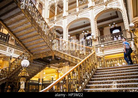 Le bureau de poste, Palais Palacio de Correos, est l'un des plus brillants exemples de l'architecture éclectique Banque D'Images