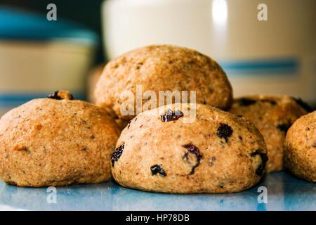 Des scones anglais fraîchement cuits au four Banque D'Images