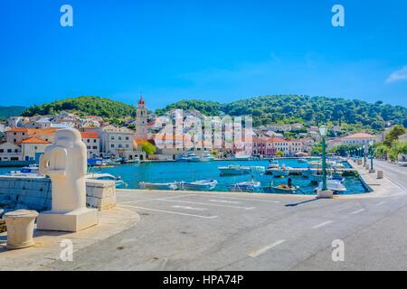 La ville de Supetar, promenade en Croatie, l'île de Brac. Banque D'Images