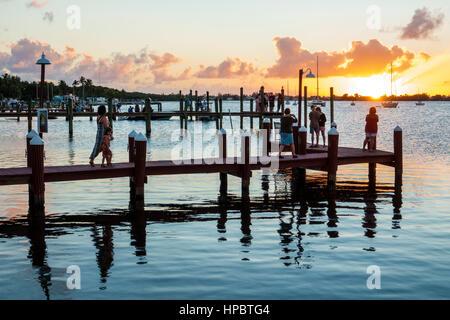 Key Largo Florida East Florida Keys waterfront piers coucher de Buttonwood Sound Florida Bay water Banque D'Images