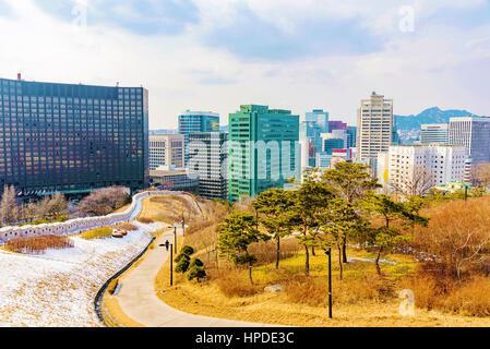 Vue sur le centre-ville de Séoul à partir de l'hiver dans le parc Namsan Banque D'Images