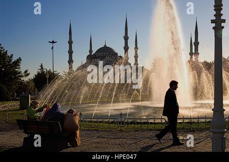 Fontaine et de la mosquée bleue (mosquée Sultan Ahmed), Sultanahmet, Istanbul, Turquie Banque D'Images