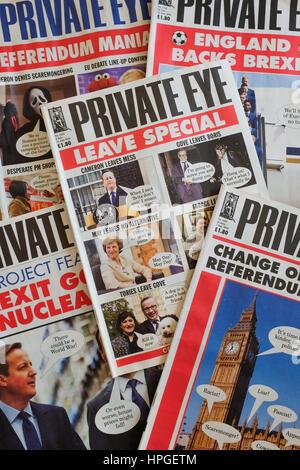 Un tas de Private Eye de magazines. Banque D'Images