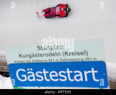 Königssee, Allemagne. Feb 24, 2017. Athlète Letton Martins Dukurs en action au Championnats du monde de bobsleigh Banque D'Images