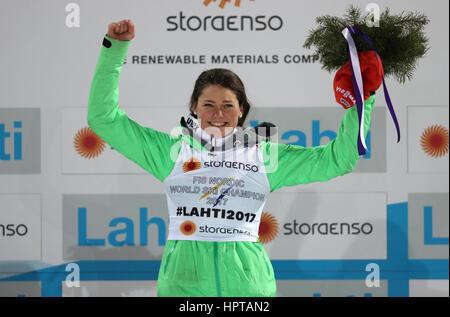 Lahti, Finlande. Feb 24, 2017. Le champion du monde allemand Carina Vogt célèbre au Championnats du Monde de ski Banque D'Images