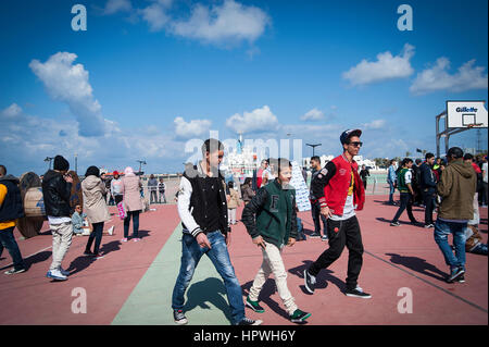 La Libye, Tripoli: Les jeunes gars breakdance à un open air festival de danse et de parkour. Banque D'Images