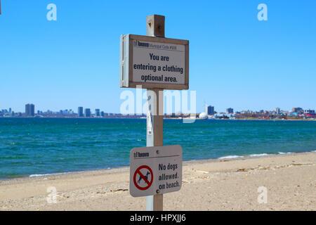 Hanlan's Point Beach au lac Ontario, zone vêtements en option
