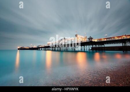 BRIGHTON, UK - 24 octobre 2016: Brighton Pier et Marine Palace est une attraction touristique populaire, qui a Banque D'Images