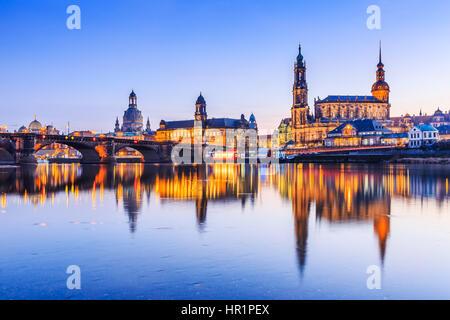 Dresde, Allemagne. Cathédrale de la Sainte Trinité ou la terrasse Bruehl, Hofkirche Banque D'Images