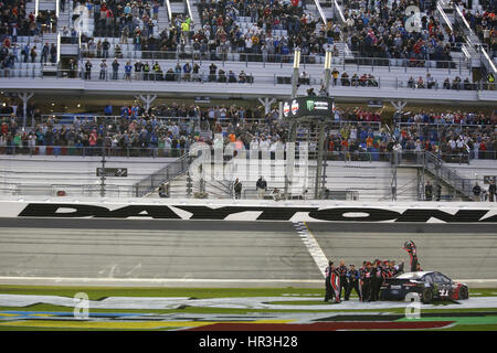 Daytona Beach, Floride, USA. Feb 26, 2017. 26 février 2017 - Daytona Beach, Floride, USA: Kurt Busch (41) remporte Banque D'Images
