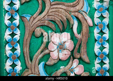Vintage Floral Style sculptures sur l'arbre en bois motif sur transparent Banque D'Images