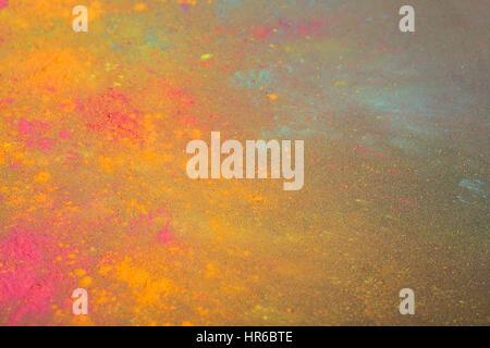 Les couleurs d'Holi sur fond noir Banque D'Images