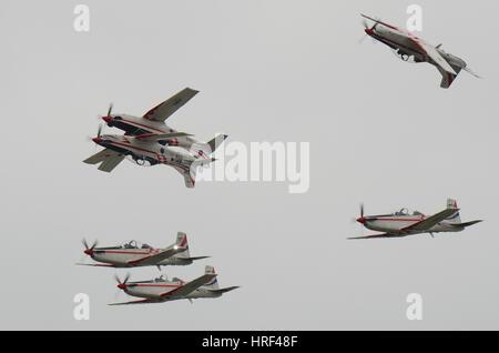 """L'équipe display croate des ailes 'Tempête Krila Oluje"""" au Royal International Air Tattoo, Fairford. L'espace pour copier"""